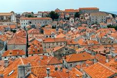 La ciudad vieja de Dubrovnik cubre la visión general - Croacia foto de archivo