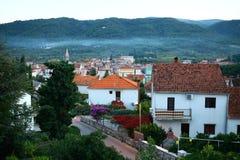 La ciudad vieja en las montañas Fotos de archivo