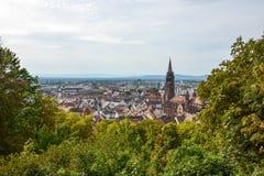 La ciudad y la catedral viejas de Friburgo, Alemania Imágenes de archivo libres de regalías