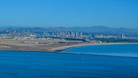 La ciudad y la Costa del Pacífico de San Deigo alinean, California Imagen de archivo
