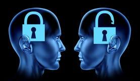 La clé d'esprit ouvert a verrouillé l'être humain d'esprit de cerveau verrouillé parONU il Photographie stock libre de droits