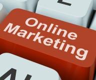 La clé de marketing en ligne montre le Web Emarketing et les ventes Images libres de droits