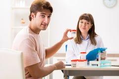 La clinique de visite de donateur masculin de sperme image stock