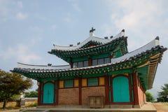 La cloche en bronze lourde du bureau du gouverneur coréen photographie stock libre de droits