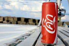 La Coca-Cola en verano le hace fresco imagen de archivo