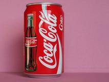 La coca-cola può a Milano immagine stock libera da diritti