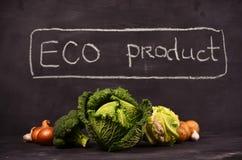 La col, la coliflor, el bróculi y la mano dibujados firman el producto del eco Foto de archivo libre de regalías
