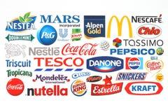 La colección de compañías populares de los logotipos de la comida imprimió en el papel