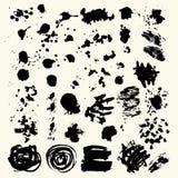 La colección de manchas con la pintura negra, movimientos, movimientos del cepillo, mancha y salpica, las líneas sucias, texturas stock de ilustración