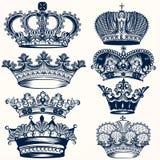 La colección de mano del vector dibujada corona en estilo del vintage stock de ilustración
