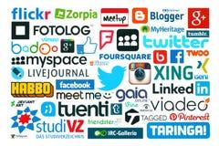 La colección de medios logotipos sociales populares imprimió en el papel stock de ilustración