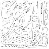 La colección grande del vector flechas exhaustas de la mano de diversas, los dibujos negros aisló, las líneas finas ilustración del vector