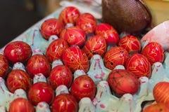 La colecci?n de fotos perfecciona los huevos de Pascua hechos a mano coloridos foto de archivo libre de regalías