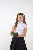 La colegiala en la blusa blanca con los vidrios odia la preparación Fotos de archivo
