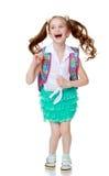 La colegiala que salta con una cartera Foto de archivo libre de regalías