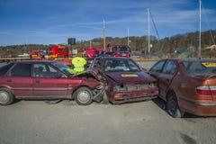 Toyota en un rumbo de colisión hacia un VW-golf, foto 11 Imagenes de archivo