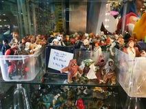 La collection de chiffres modèles de Guerres des Étoiles à vendre $8 ou 3 pour $20 à un magasin d'antiquités Images libres de droits