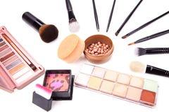 La collection de divers composent des accessoires Balai et produits de beauté de renivellement Une collection de produits de beau Photo stock