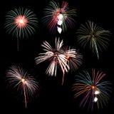 La collection de feu d'artifice et l'ensemble de feux d'artifice colorés s'allument sur le b Image stock