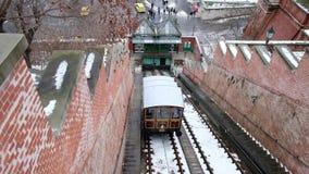 La collina del castello di Budapest funicolare nell'inverno a Budapest, Ungheria stock footage