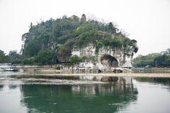 La collina del circuito di collegamento dell'elefante, fiume di Li, Guilin Immagine Stock