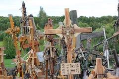 La collina delle traverse in Lituania immagini stock libere da diritti