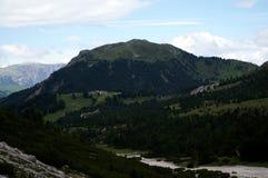 La collina verde e l'alpe abbelliscono nelle dolomia/nel picco pic del piz Fotografie Stock Libere da Diritti