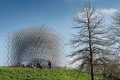 La colmena, una construcción de aluminio diseñó por el artista Wolfgang Buttress en los jardines de Kew, Inglaterra Imagen de archivo