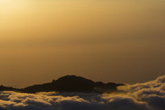 La Colombia - picco in nuvole al tramonto Immagine Stock