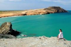 La Colombia, turista sulla spiaggia in Colombia Immagini Stock