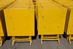 La colonna delle tavole gialle Fotografie Stock