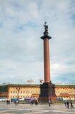 La colonna di Alexander al quadrato del palazzo (Dvortsovaya) in St Peter Fotografia Stock Libera da Diritti