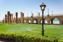 La colonnato di pietra incurvata con le lanterne Immagine Stock Libera da Diritti