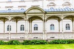 La colonnato Sadova-Karlovy del parco varia, la repubblica Ceca immagini stock libere da diritti