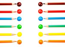 La coloration crayonne le pointage aux mêmes sucreries de couleur images stock