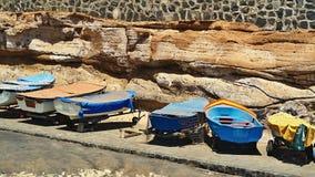 La colorido Listada dos barcos de Englisch, uma aldeia piscatória em Tenerife Fotos de Stock