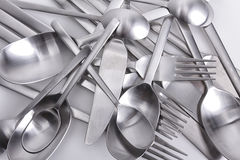 La coltelleria ha messo con la forchetta, il coltello ed il cucchiaio su bianco Fotografie Stock
