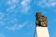 La columna con un león de bronce colocado en su top, Bratislava, Eslovaquia fotos de archivo libres de regalías