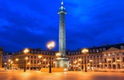 La columna de Vendome, el lugar Vendome en la noche, París, Francia Fotos de archivo