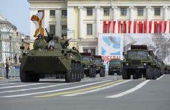 La columna del equipo militar en el ensayo del desfile en honor del día de la victoria St Petersburg Fotografía de archivo libre de regalías