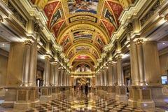 La columnata del hotel veneciano Foto de archivo libre de regalías