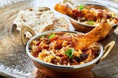La comida árabe tradicional rueda kabsa imagenes de archivo