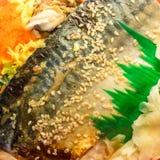 La comida asada a la parrilla deliciosa del japonés del arroz de los pescados del saba Imagen de archivo libre de regalías