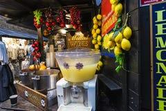 La comida atasca en Camden Market en Londres, Inglaterra, Reino Unido Foto de archivo