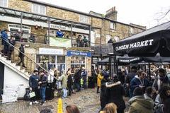 La comida atasca en Camden Market en Londres, Inglaterra, Reino Unido Imagen de archivo