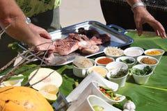 La comida cocinada en el restaurante Foto de archivo