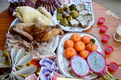 La comida de ofrecimiento sacrificatoria para ruega a dios y al monumento a la más ancest Imagenes de archivo