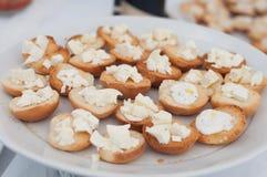 La comida en un plato sirvió durante un partido del abastecimiento de la comida fría Fotos de archivo libres de regalías