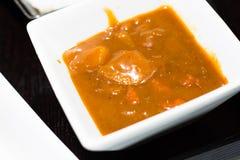 La comida japonesa del coste-para arriba es curry aislado en fondo fotos de archivo
