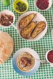 La comida libanesa hizo en casa compartido con la familia foto de archivo libre de regalías